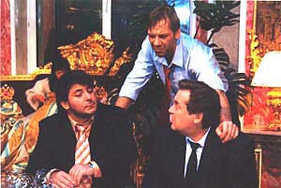 Цекало, Стоянов и Виктор Раков (в центре) интеллигентно обсуждают проблемы шоу-бизнеса.
