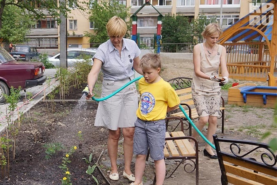 Единственное приятное занятие в работе председателя ТСЖ-поливать цветы