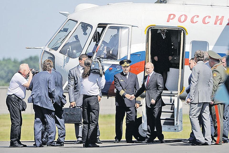 На авиабазу в Кореновск Владимир Путин прилетел на вертолете.