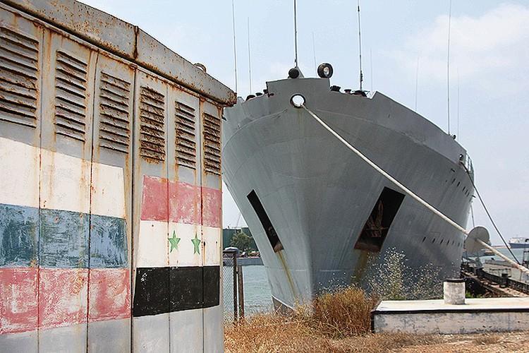 Сирийский причал с российским кораблем.