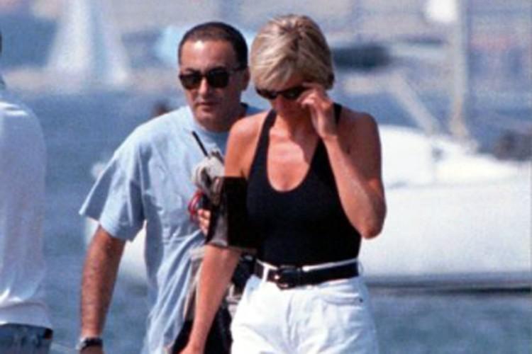 Диана и Доди за неделю до смерти. Гуляют на Французской Ривьере.
