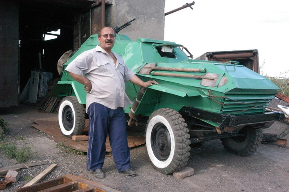 Конструктор соорудил этот бронеавтомобиль БА-64, как и многое другое, из подручных средств и механизмов.