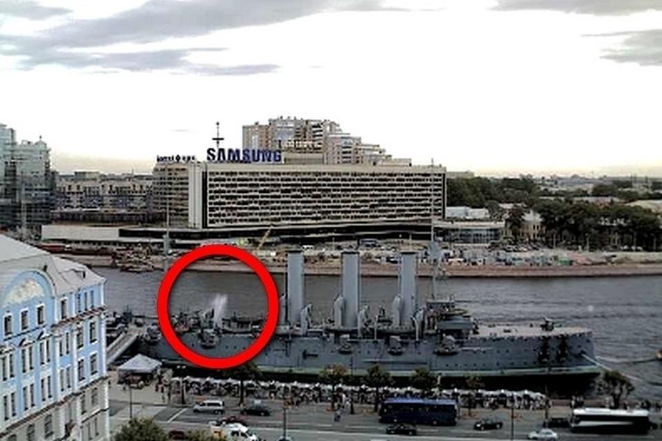 """Крен и фонтан на """"Авроре"""" стали звоночком для принимающих решения, но военные с корабля все же ушли"""