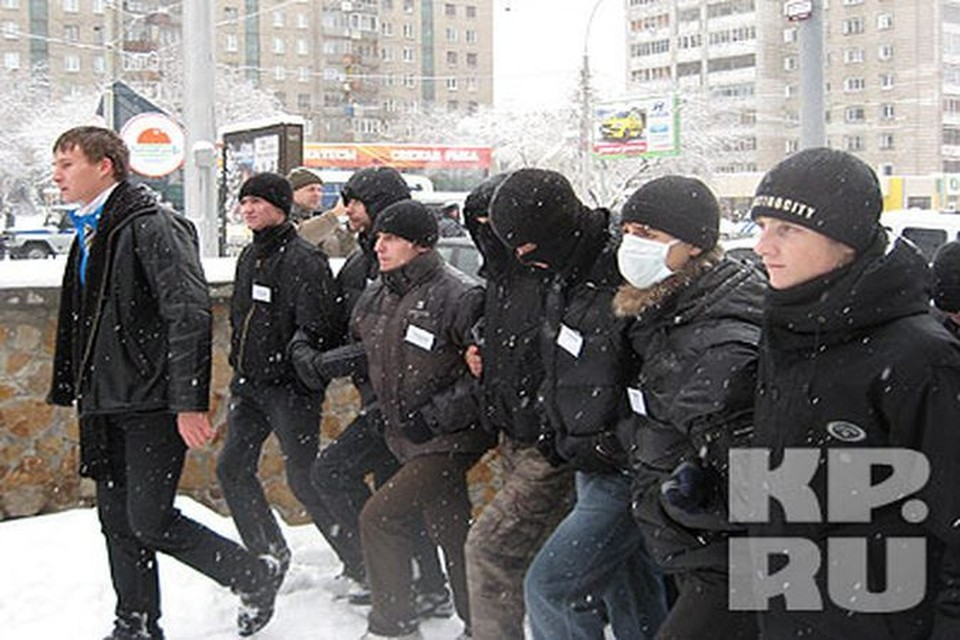 В настоящий момент к площади Пименова движутся уже больше 300 человек.