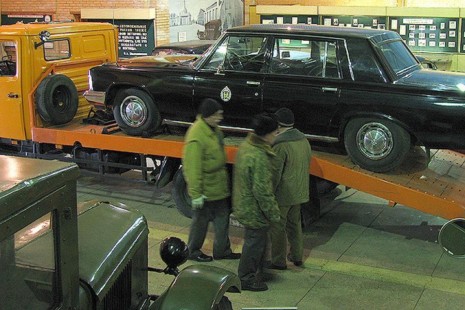 Раритетные авто увезли на Рублевку, и судьба их до сих пор неизвестна.