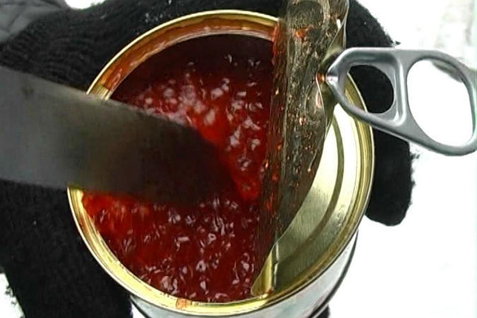 Селедку, морковь, масло, сырки перекрутить через мясорубку и размешать.