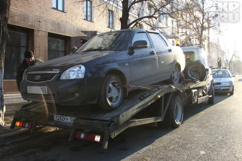 За эвакуацию машины каждому водителю приходится платить три тысячи рублей: полторы из них – штраф за неправильную парковку