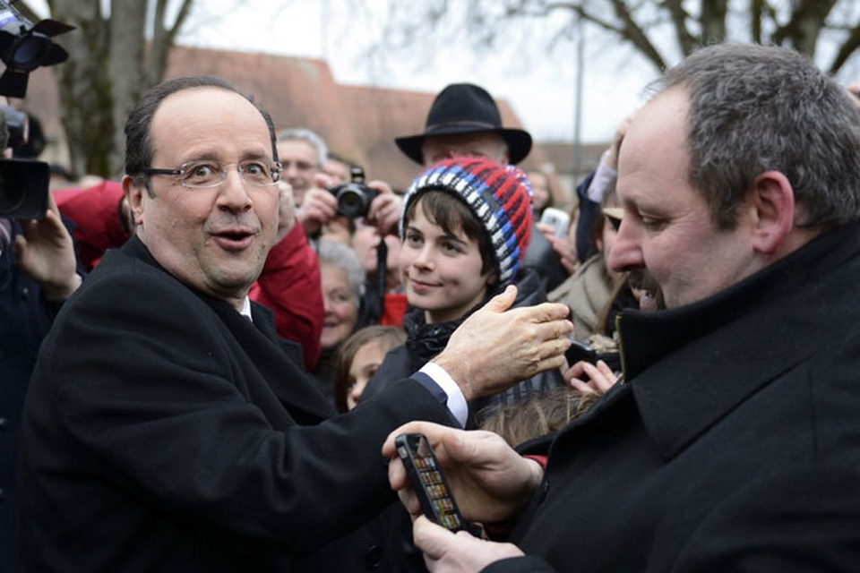 Франсуа Олланду не удалось воспользоваться приемом Николя Саркози, который поднимал популярность при помощи энергичной внешней политики и, в частности, войны в Ливии