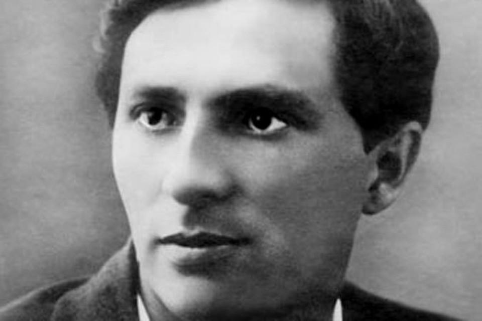 На снимке: Александр Алексеевич Жаров в 20-е годы минувшего века