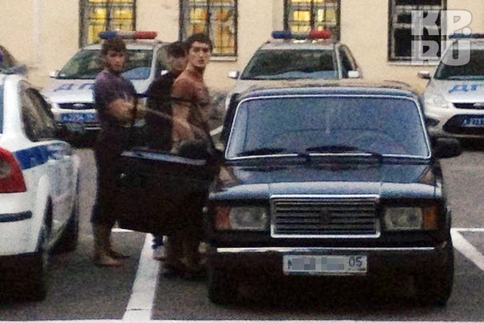 Водитель «ВАЗ-2105» с двумя пассажирами откровенно подрезал автомобиль Volkswagen Jetta под управлением девушки