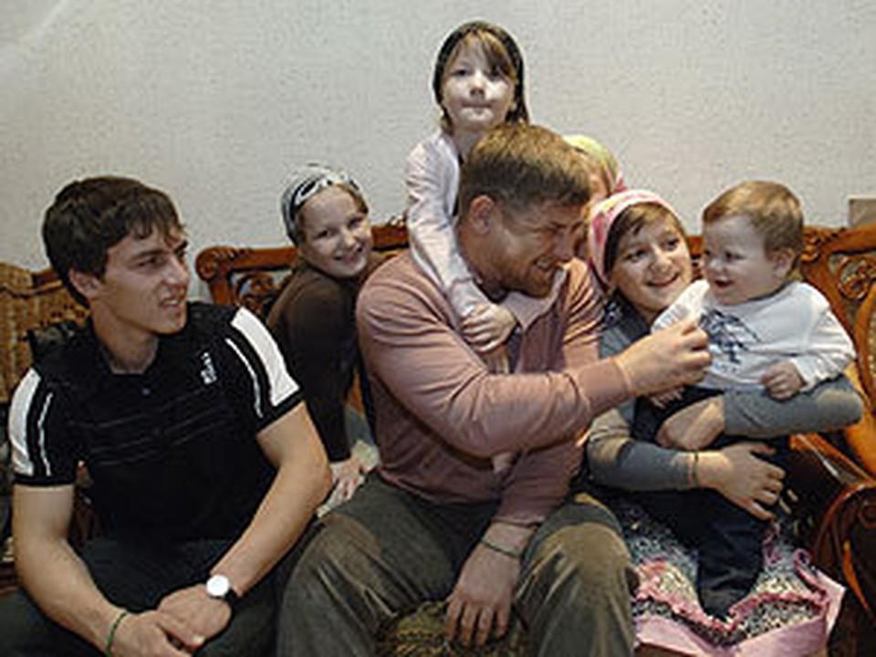 Рамзан Кадыров со своими детьми