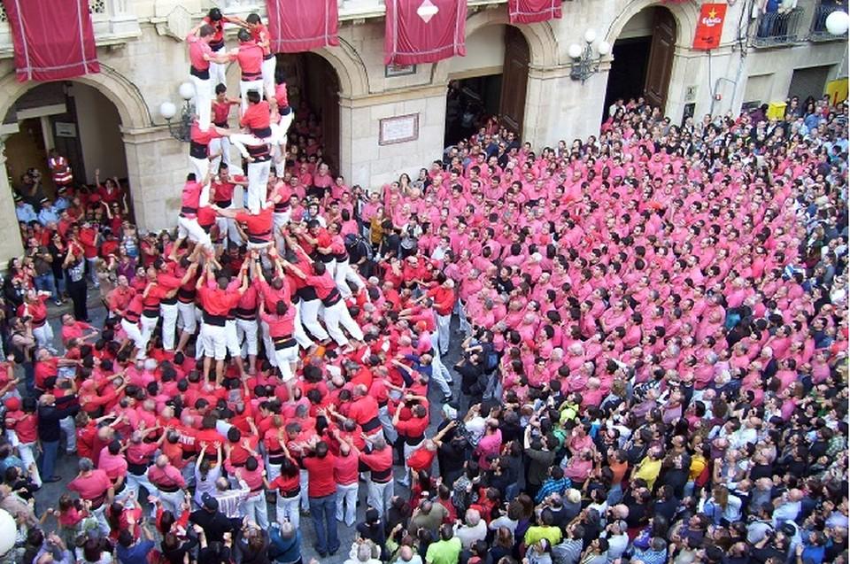 Кастельс - живые пирамиды, которые очень любят в Каталонии.