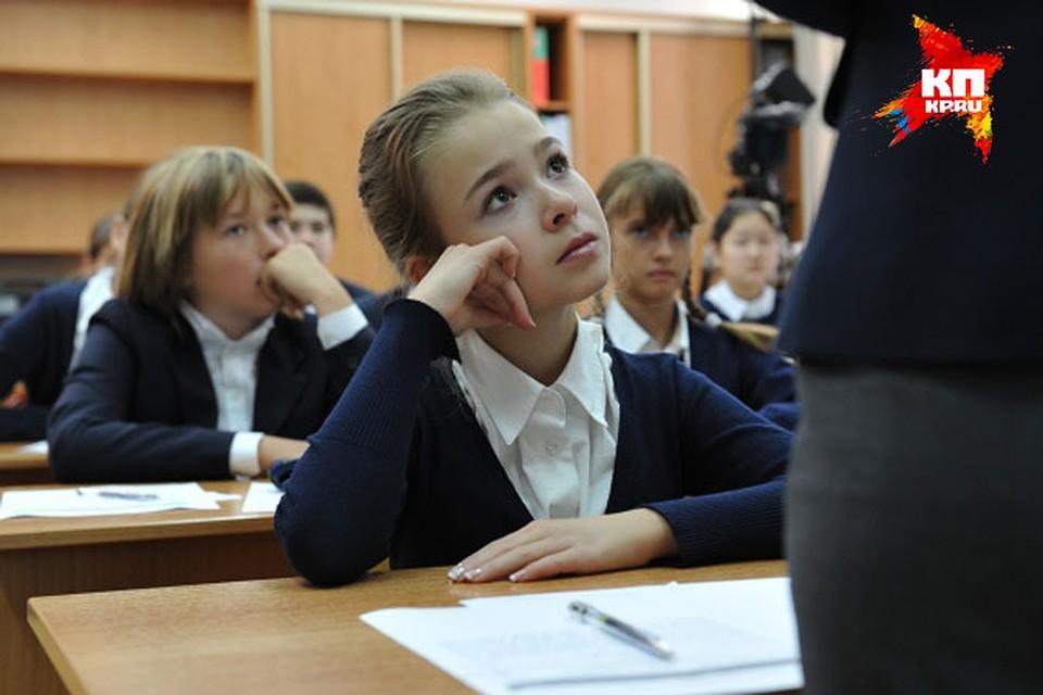 Русские девочки переодеваются в раздевалке школы видео фото фото 572-963