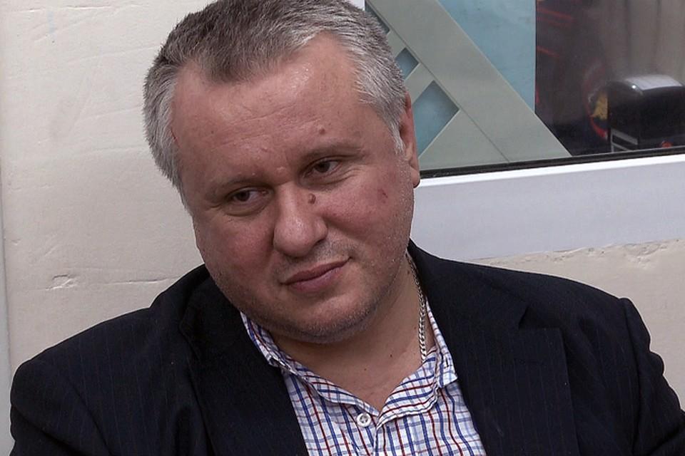 Бывший замгубернатора Челябинской области Андрей Третьяков настолько расстроился, что ему не хватило билета в бизнес-класс, что устроил дебош в самолете.