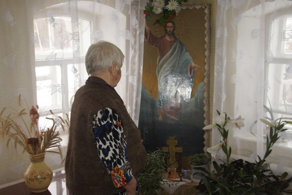 Испугавшись за иконы, пенсионерка бросилась останавливать грабителя