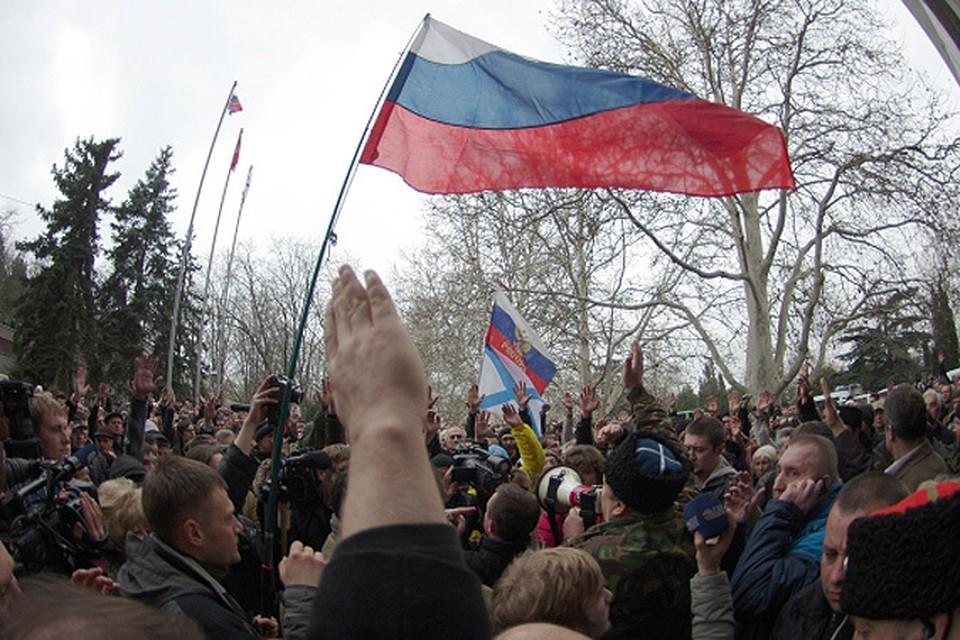 Севастополь поднял российский флаг