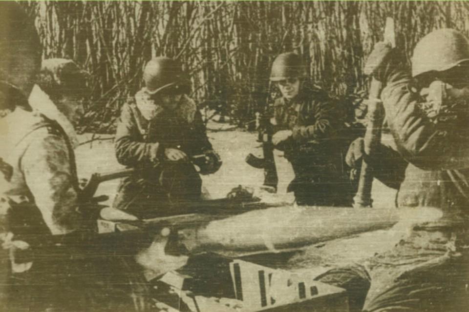 Пограничники маневренной группы 57-ого погранотряда готовятся к бою. 15 марта 1969 год