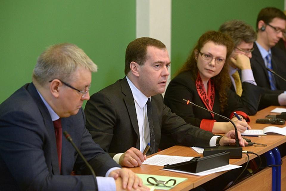 Дмитрий Медведев призвал Евросоюз и США не приносить экономические интересы в жертву своим политическим амбициям