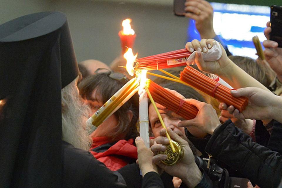 Благодатный огонь будет доставлен 19 апреля спецрейсом к пасхальному патриаршему богослужению в храме Христа Спасителя