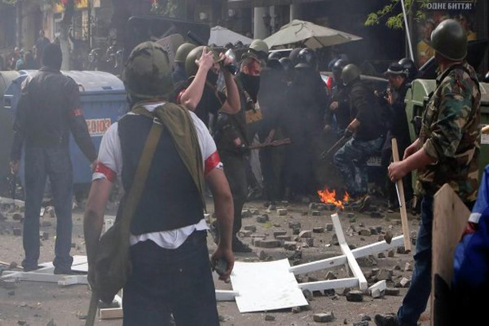 В Одессе местные жители заблокировали здание областного УВД