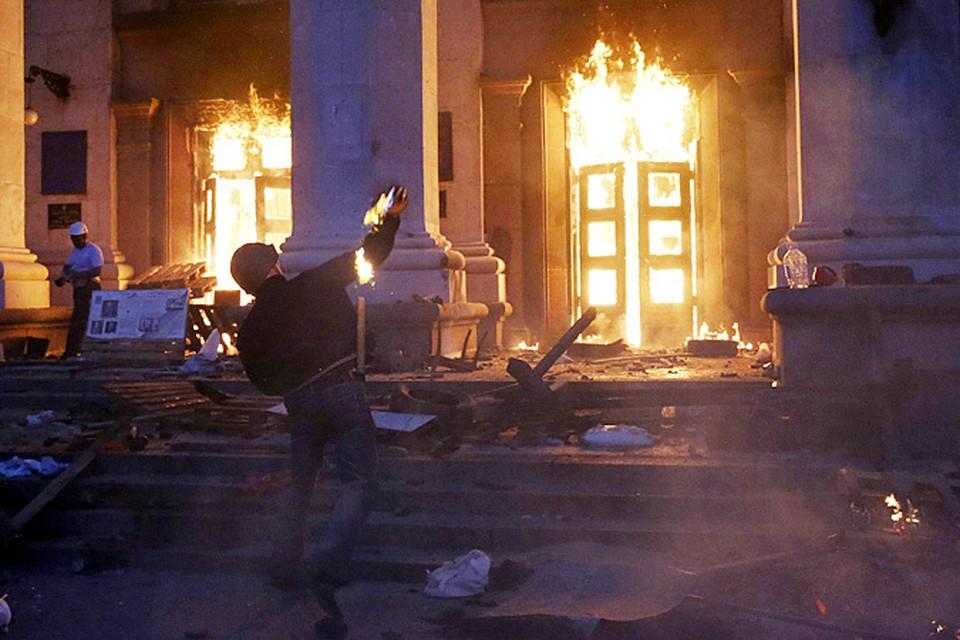 За бросание бутылок с зажигательной смесью в сотрудников органов правопорядка в Киеве дипломаты США выдают «печеньки», называя все это «мирным протестом»