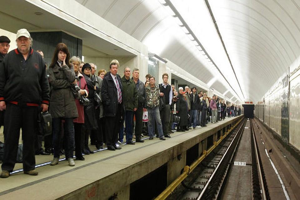 Человек попал под поезд в метро орехово
