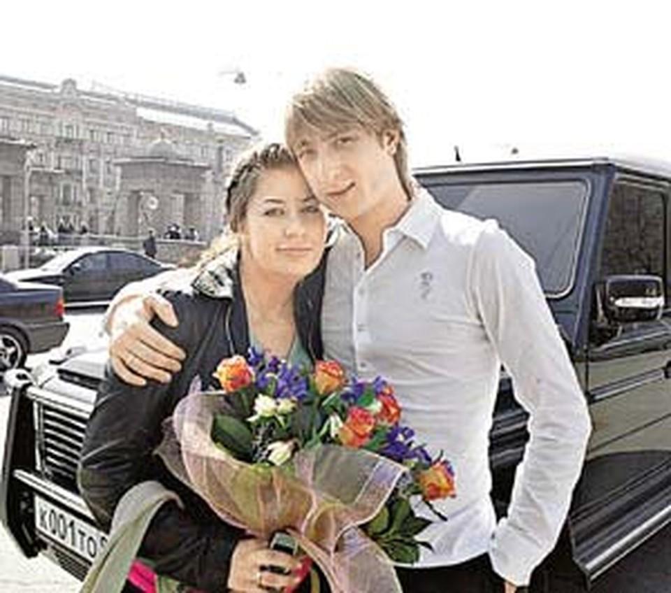 Мария и Евгений Плющенко сына няням не доверяют.