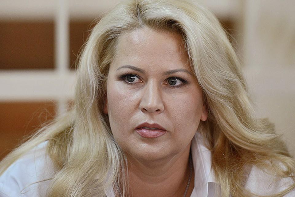 Васильева не только пишет картины и записывает песни, но и почти ежедневно ездит в суд