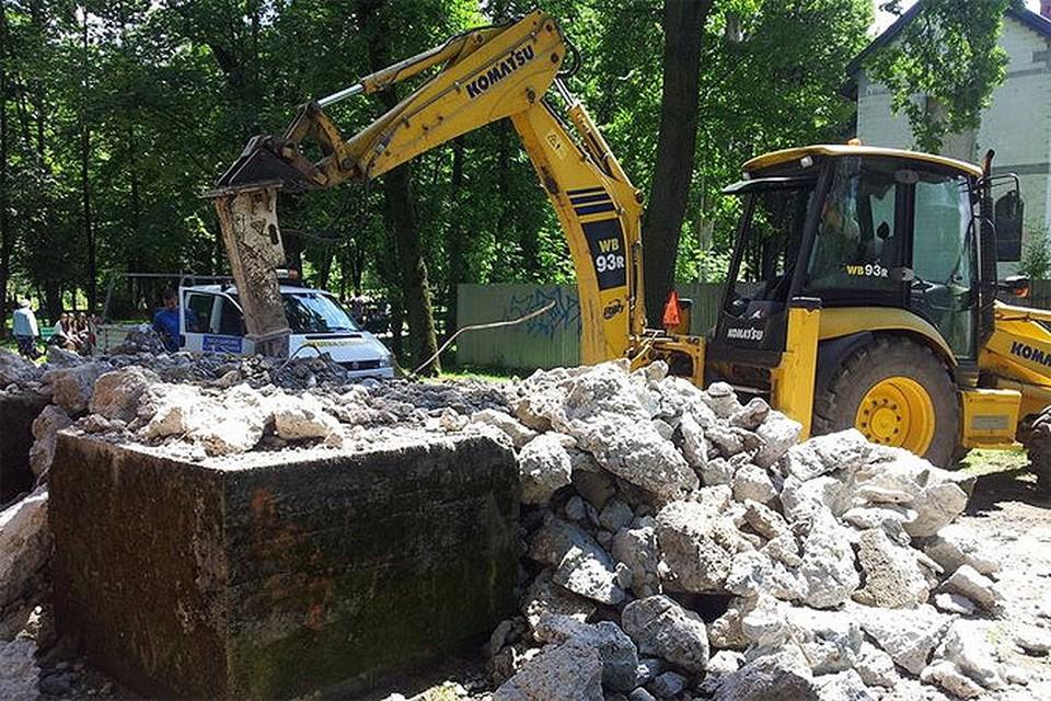 В Польше снесли еще один памятник советским воинам - в городке Лиманова уничтожена стелла.