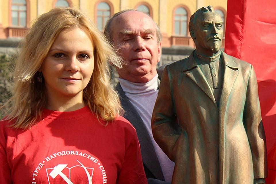 Московские коммунисты установили копию памятника Дзержинскому на Лубянке