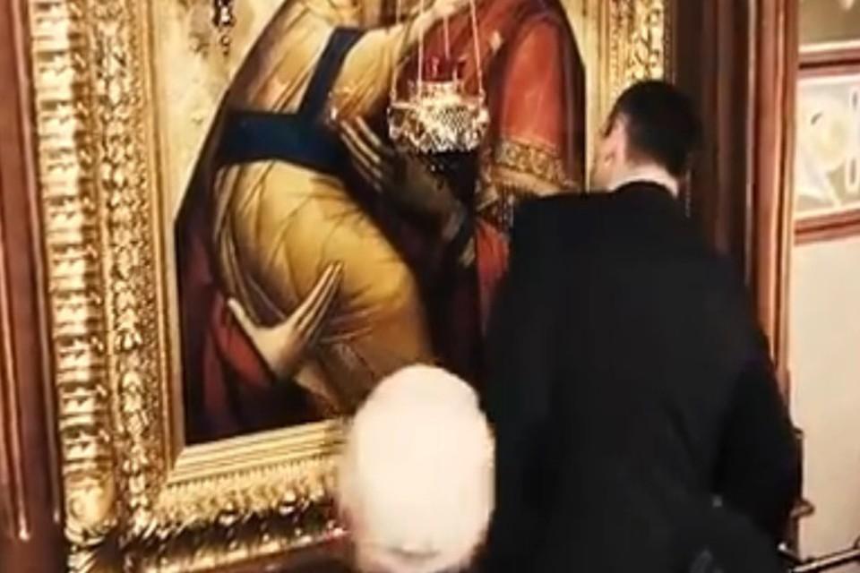 Мэр Киева Кличко ударился головой об икону в соборе у раскольников
