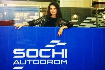 Наташа Королёва в Сочи на «Формуле-1» похвасталась стройной фигурой в купальнике