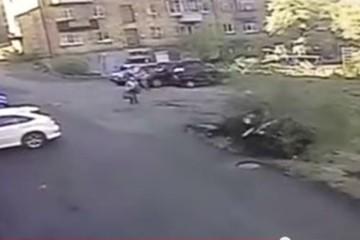 Разбить за 15 секунд: москвичка «уделала» новенький Lexus, не успев даже выехать со двора