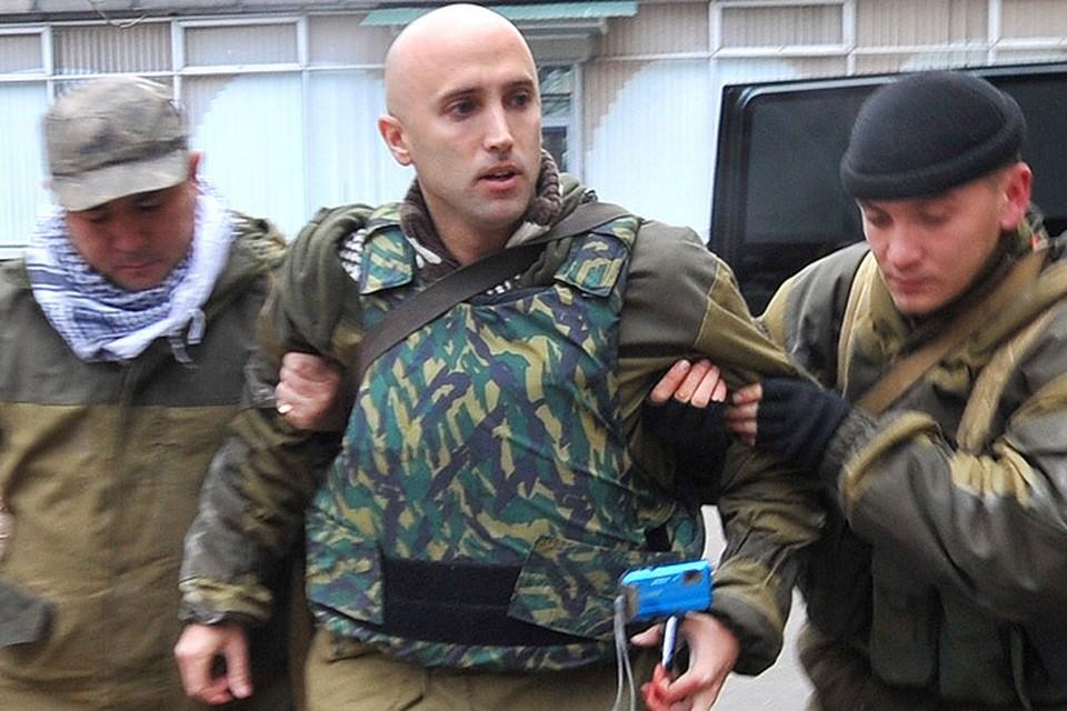 Британский журналист Грэм Филипс попал под минометный обстрел в Донецкой области.