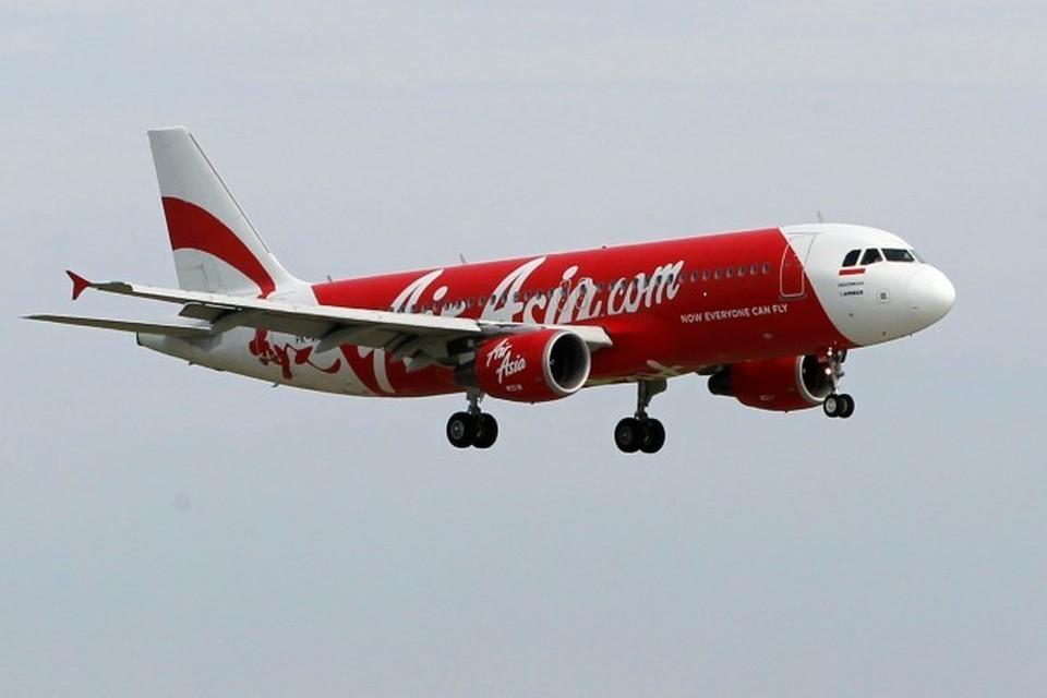 Еще один малайзийский самолет исчез с экранов радаров, на этот раз - лайнер авиакомпании AirAsia, летевший из Индонезии в Сингапур