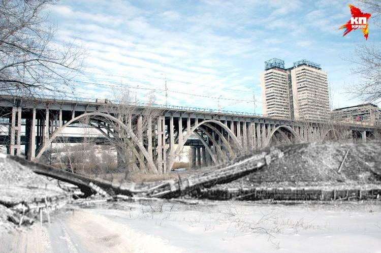 Разрушенный Астраханский мост. Сталинград, 1943 год. Коллаж Марии Сергеевой