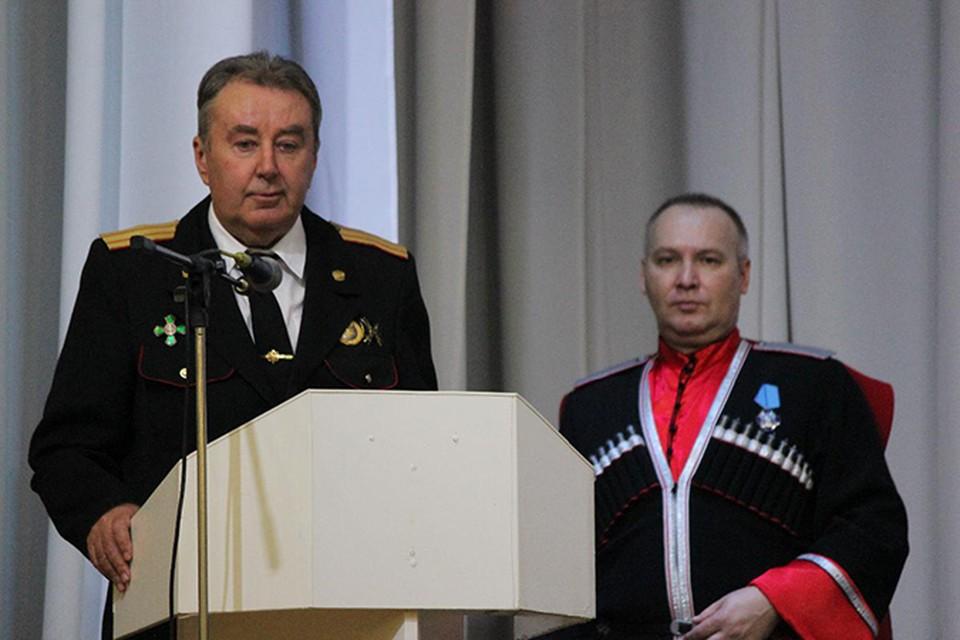 Заматамана по экономике Н.Нестеренко (слева) мечтает усадить атамана городских казаков Анапы С.Бурлуцкого в мэрское кресло