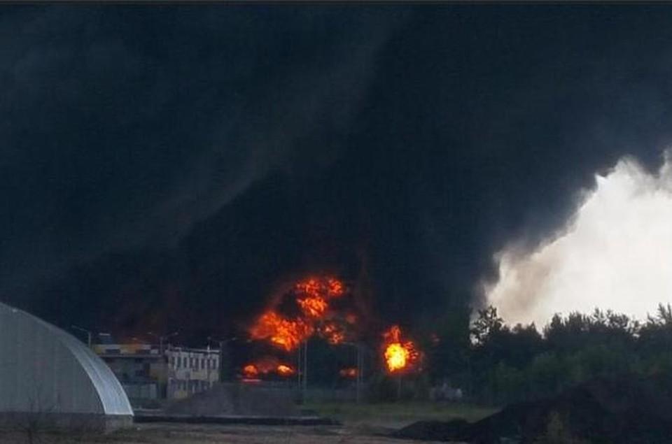 В Киевской области горит нефтебаза. Фото:@AvakovArsen/Тwitter