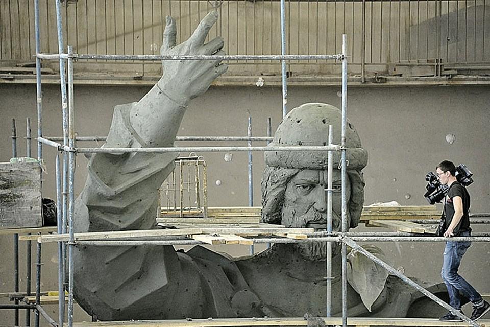 Модель памятника князю Владимиру изготовил скульптурный комбинат имени Вучетича.
