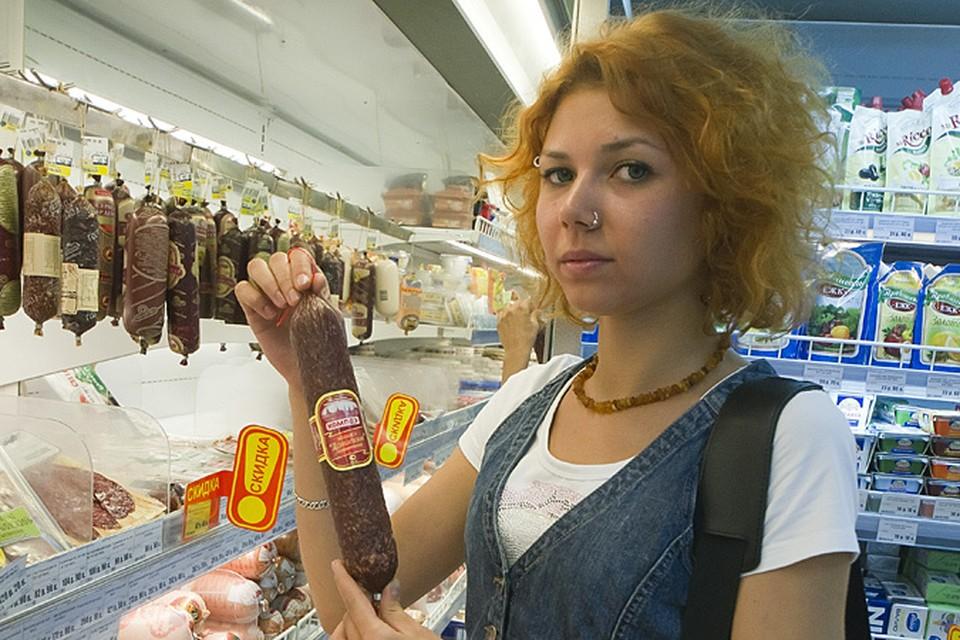 Главное, снизить потребление продуктов с так называемой «скрытой» солью, которая используется как консервант в колбасах, особенно копченых
