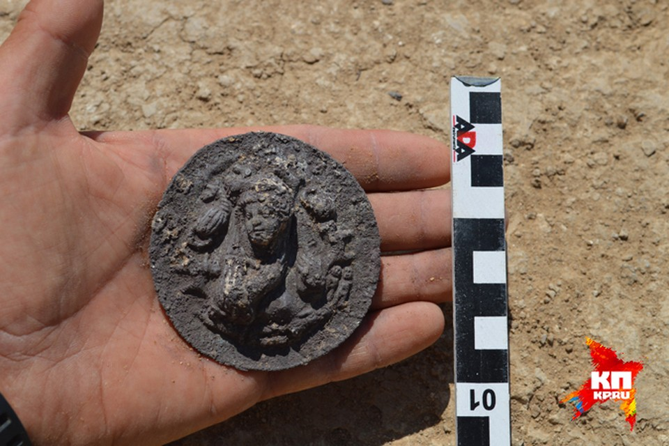 За тысячелетия уникальный артефакт сильно изъела коррозия. Фото: Николай СУДАРЕВ