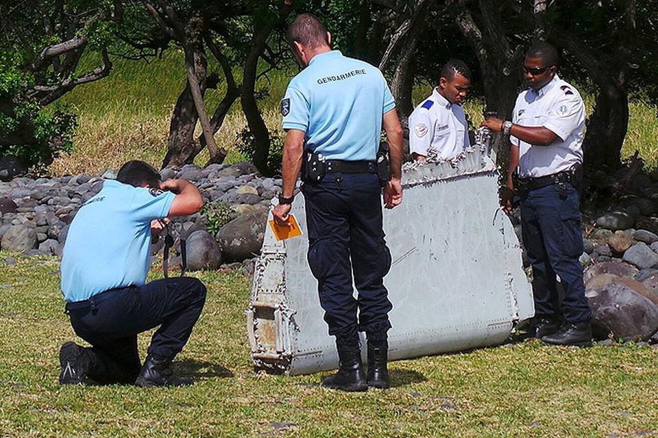 Рыбаки нашли обломок правого крыла пропавшего малайзийского «Боинга» в 4200 километрах от места падения