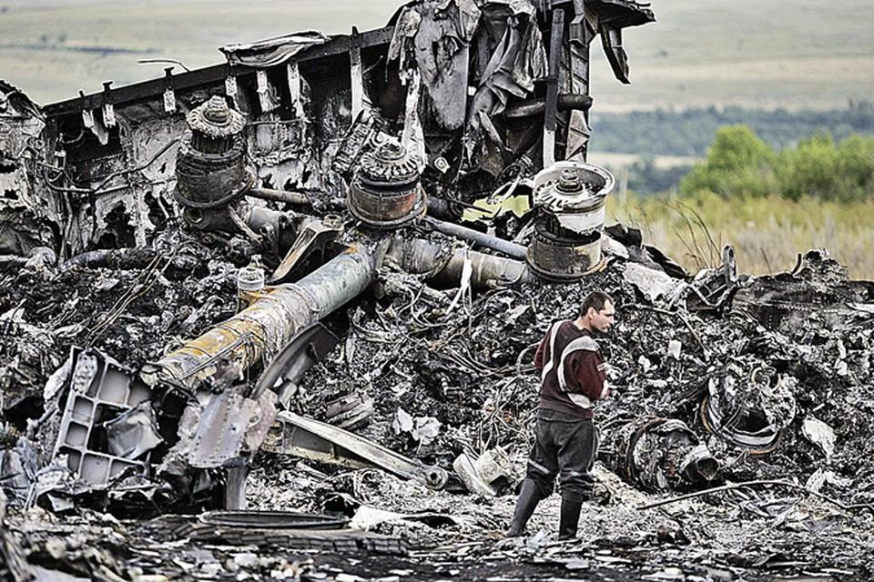 По версии Соколова, первая бомба была заложена под доску приборов пилотов. Вторая - в грузовой отсек «Боинга».