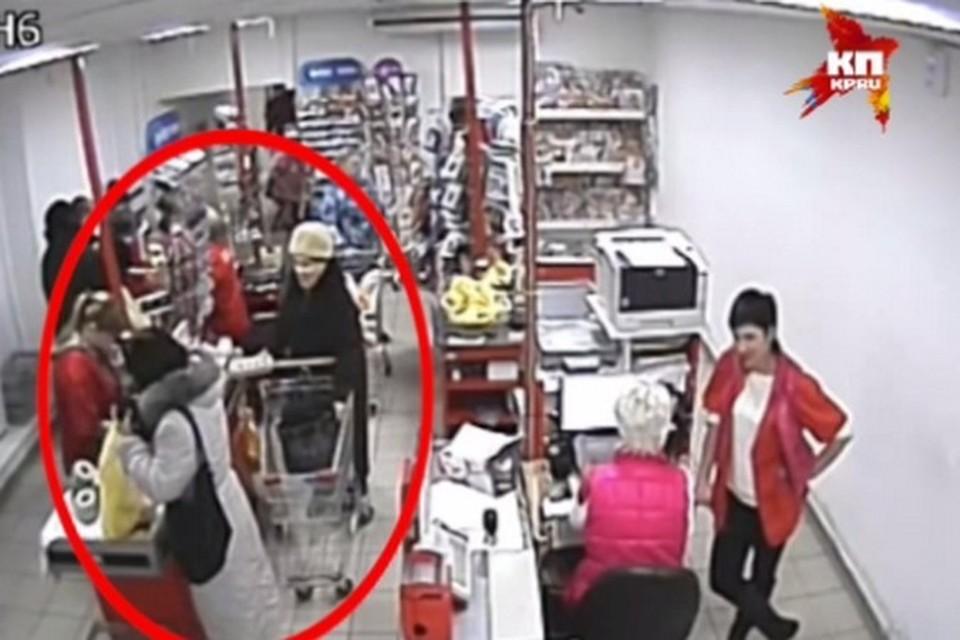 """Фото: стоп-кадр с камеры наблюдения в магазине """"Магнит"""""""