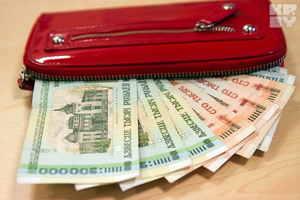 Зарплата в рублях стала больше, а в пересчете в доллары - уменьшилась.