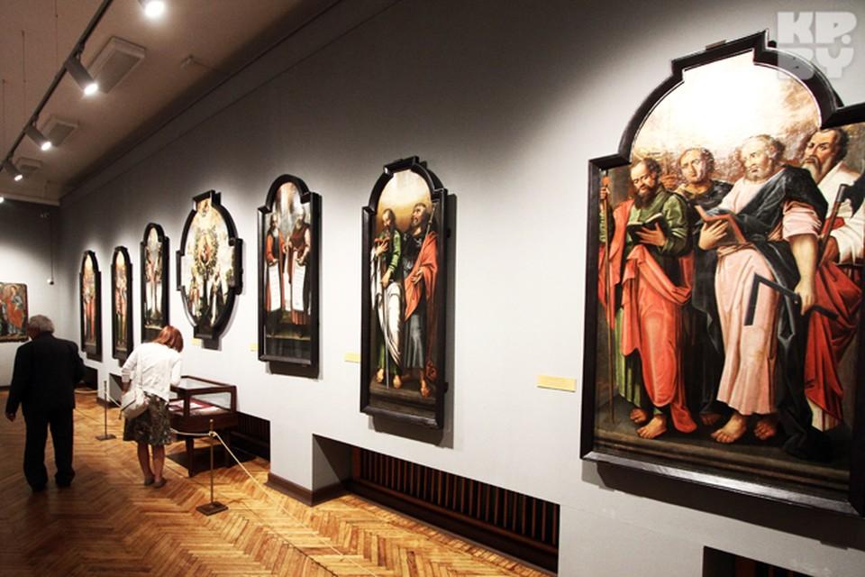 Эти иконы были переданы в музей в 2009 году. До этого они почти 300 лет украшали иконостас Жировичского Успенского собора.