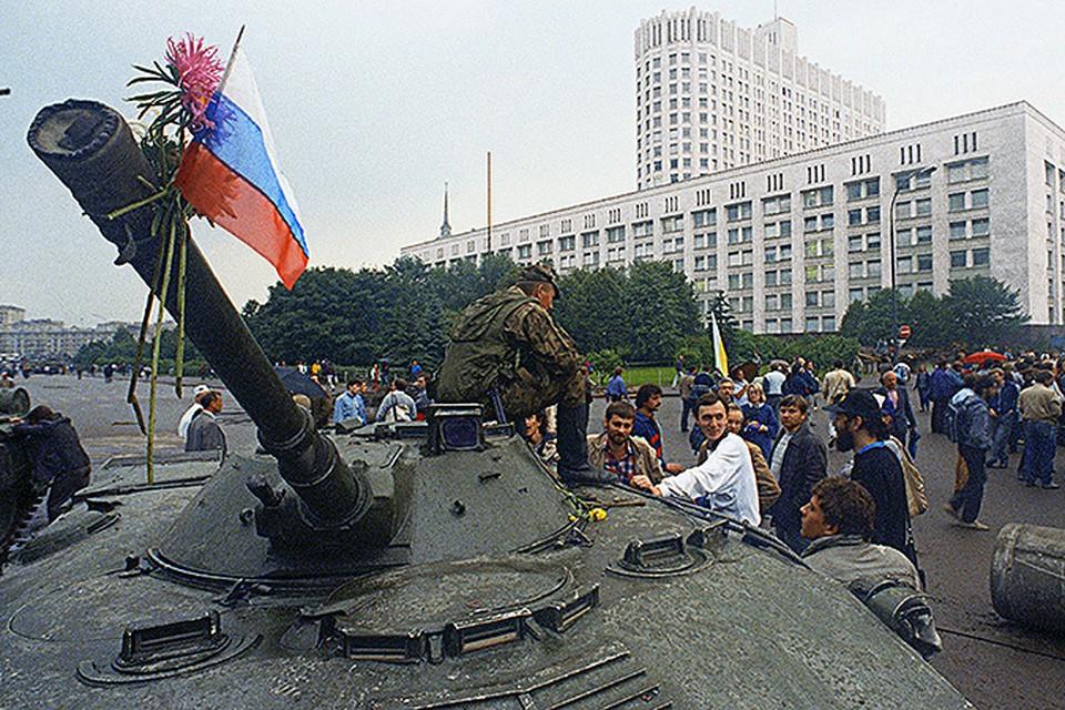Нам стыдно признаваться и вспоминать, что СССР, самую великую страну планеты, мы ликвидировали самостоятельно.