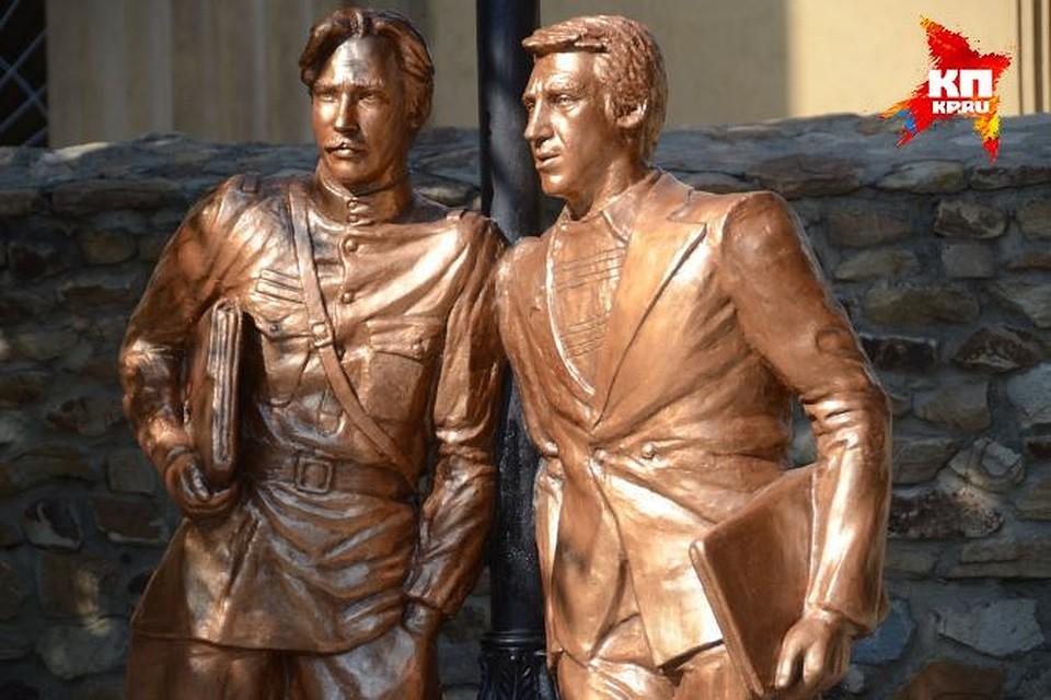 Двухметровые легендарные сыщики теперь следят за волгоградским криминалом.