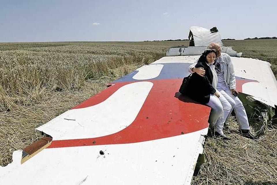 На борту малазийского «Боинга» находились 283 пассажира и 15 членов экипажа. Все они погибли.