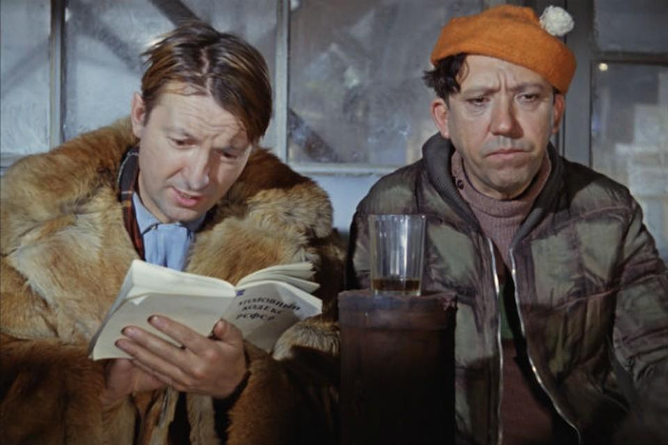 Пуховик или шуба? Фото: кадр из фильмов
